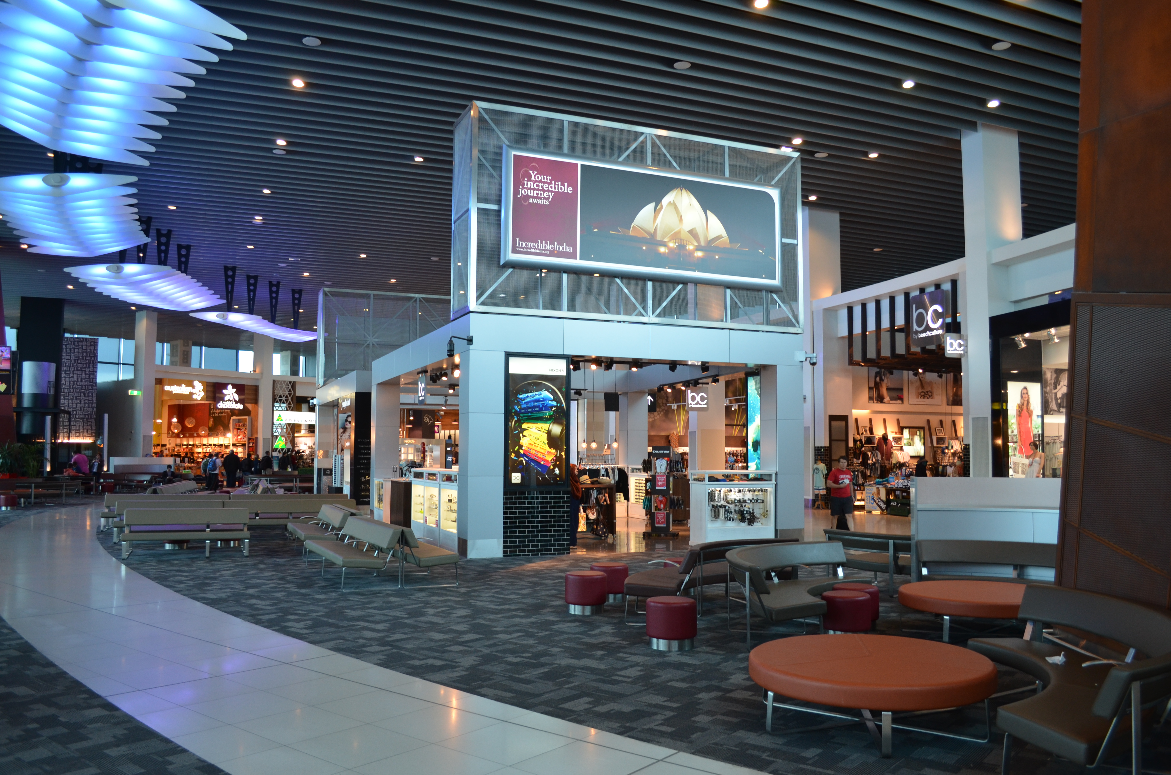 melbourne airport sits right - HD4928×3264