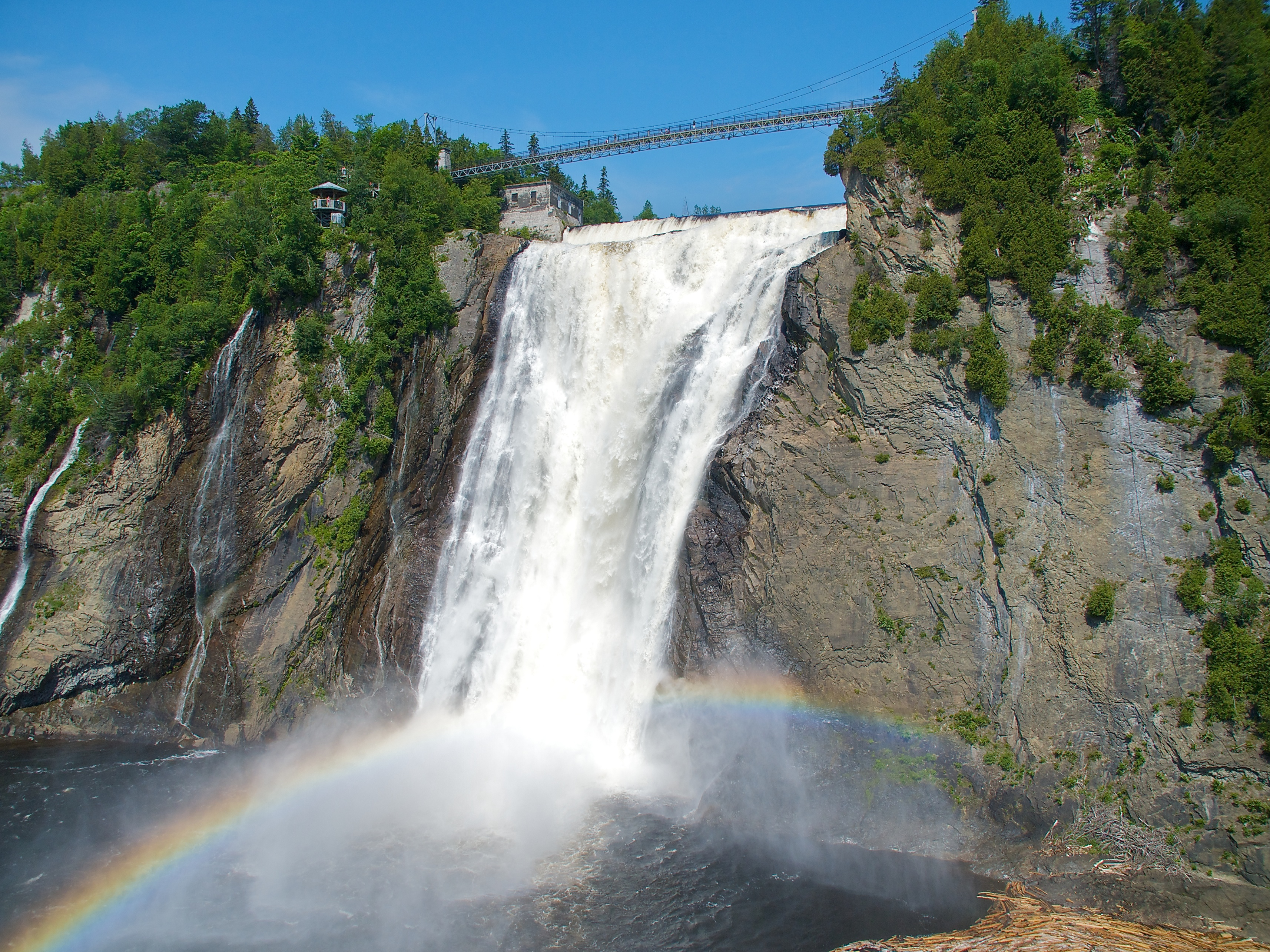 Montmorency falls waterfall in quebec city thousand for Piscine intercommunale montmorency