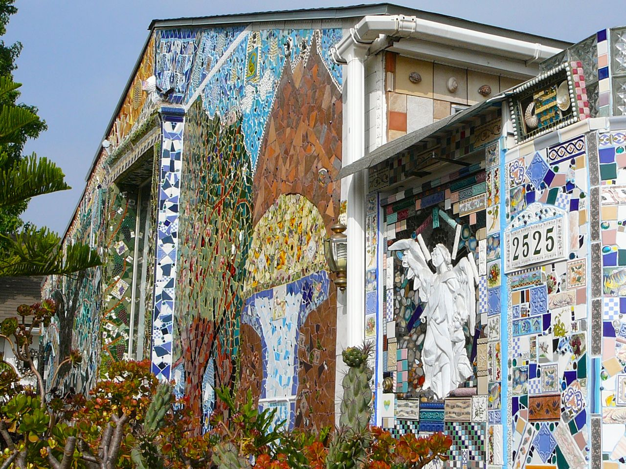 Mosaic House Public Building In Los Angeles Thousand