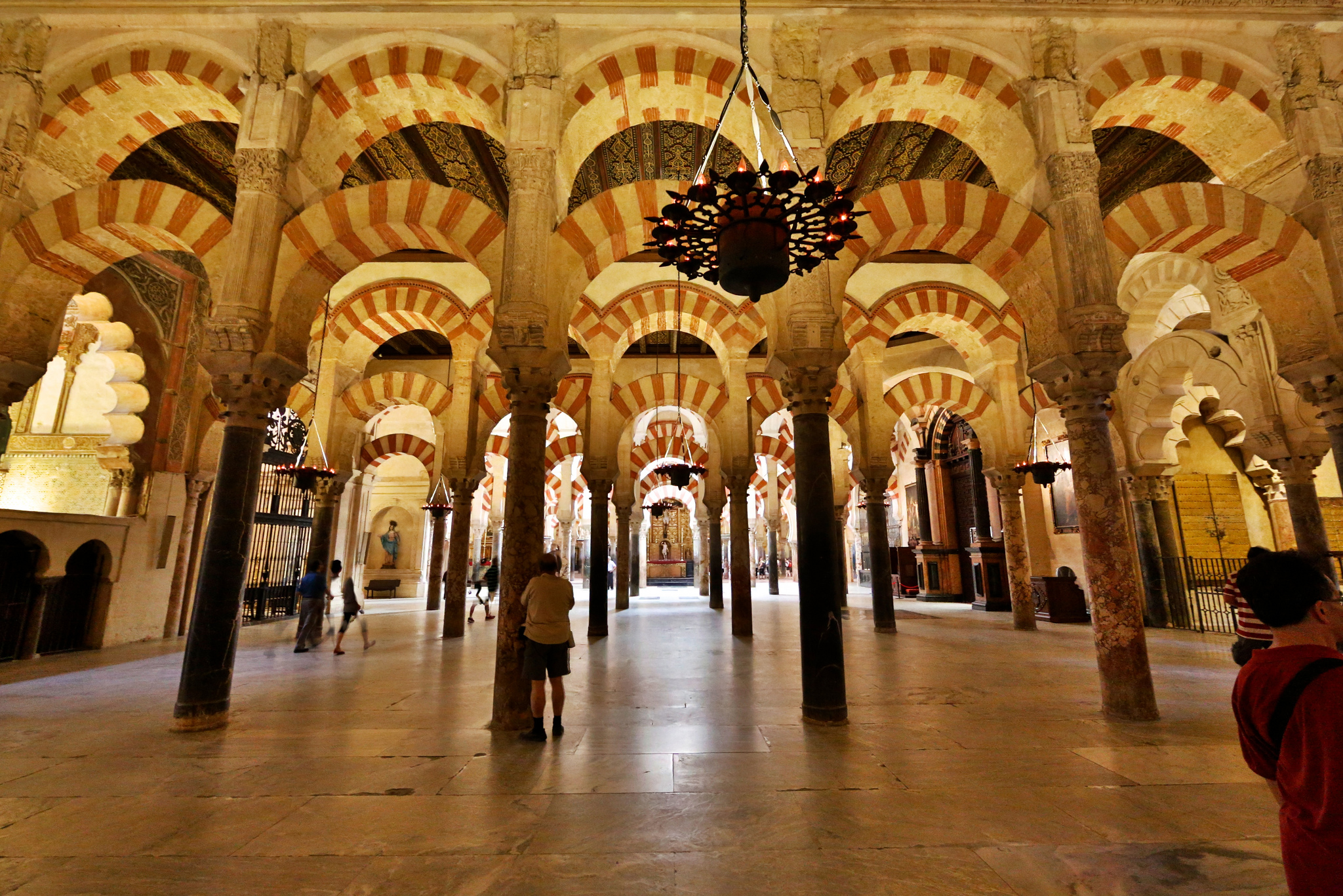 Mosque cathedral of c rdoba church in c rdoba thousand for Interior mezquita de cordoba