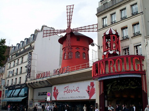 During the day - Moulin Rouge