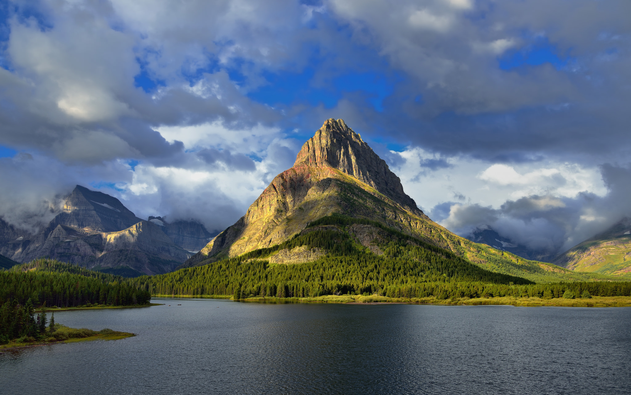 mount grinnell mountain in glacier national park thousand wonders