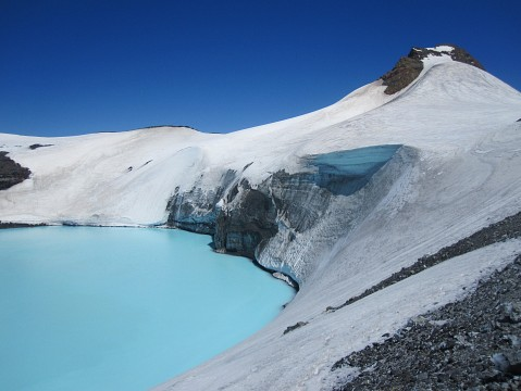 Tackling Mt. Ruapehu 10 - Blue cliff at the Crater Lake - Mount Ruapehu