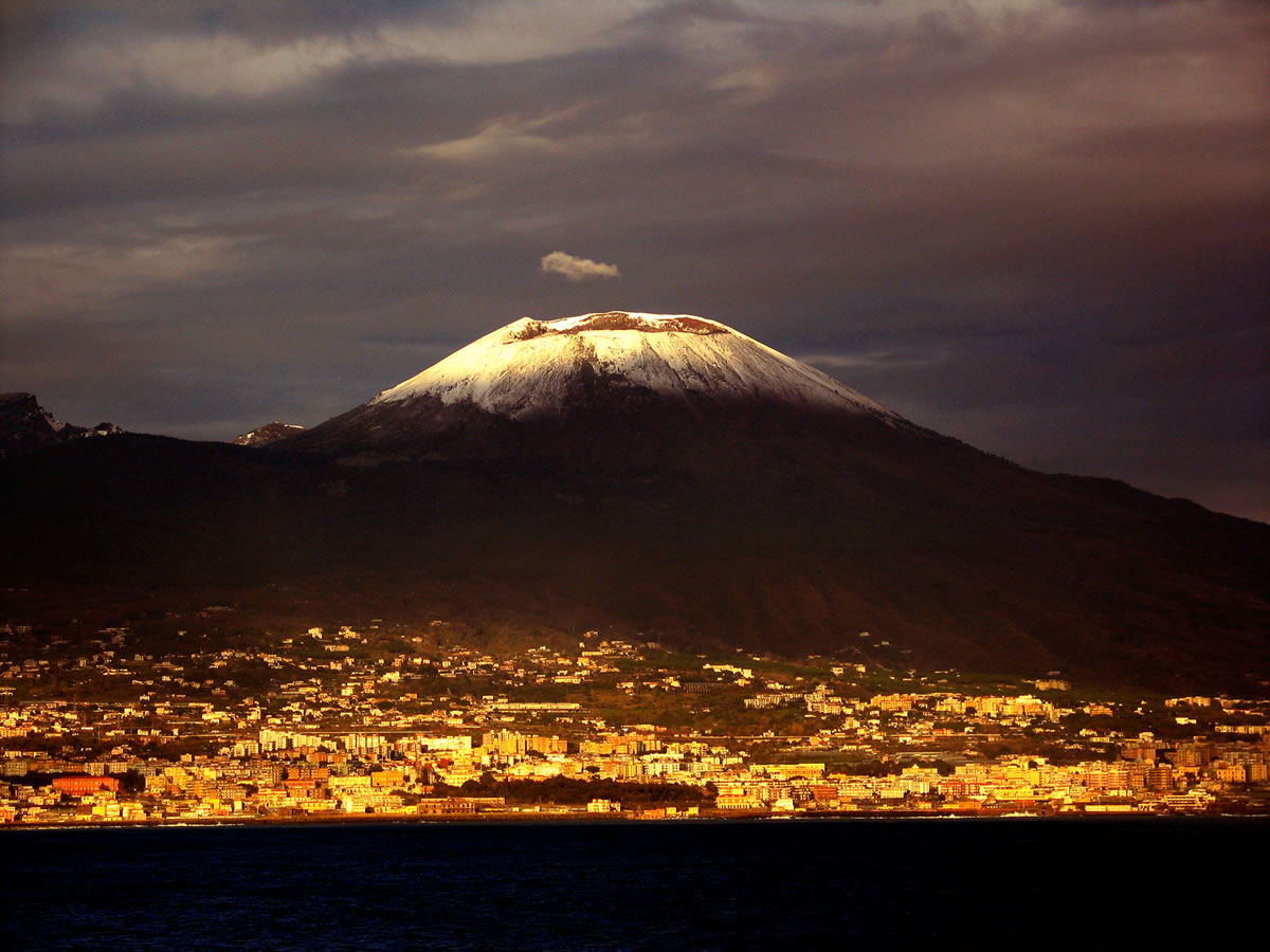 an analysis of mt somma and mt vesuvius