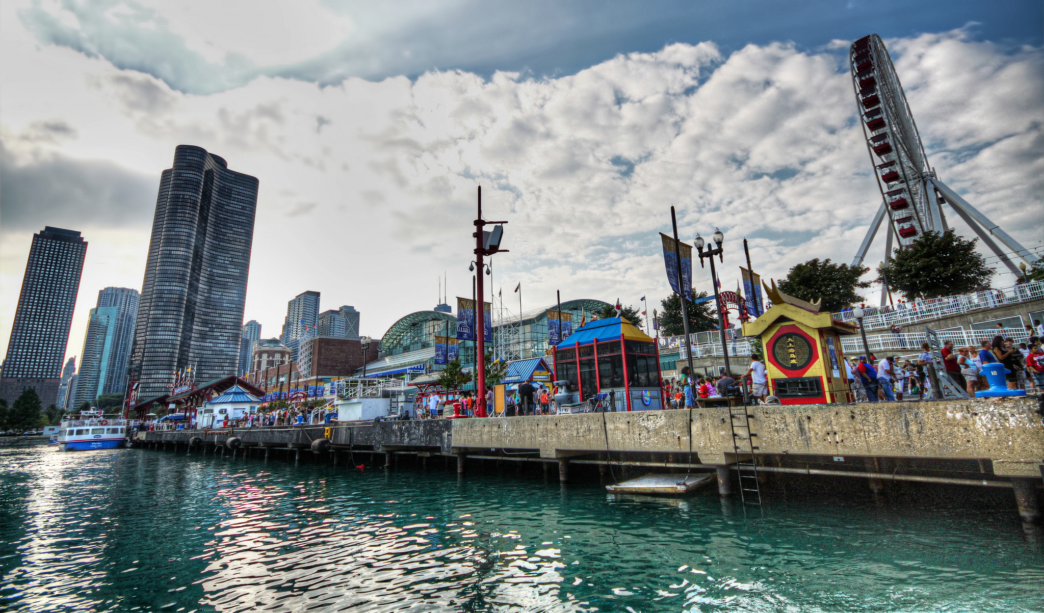 Navy pier theme park in chicago thousand wonders for Nice hotels in chicago downtown