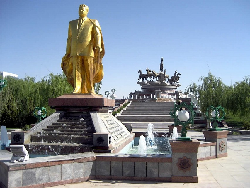 Golden Statue of Saparmurat Niyazov - Neutrality Monument