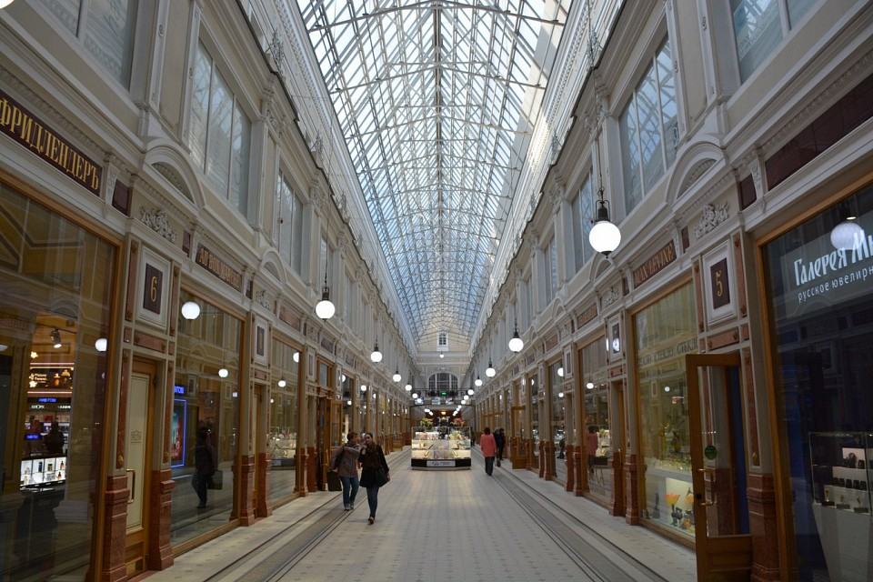Petersburg Salon shopping mall on Nevsky Prospect (St Petersburg, Russia 2015) - Nevsky Prospect