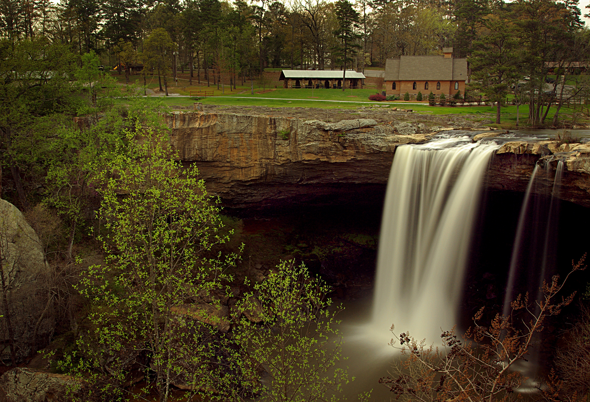 Noccalula Falls Park - Waterfall in United States - Thousand Wonders