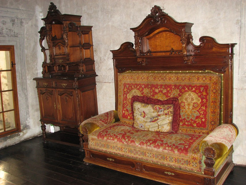 Pohovka / Couch - Orava Castle