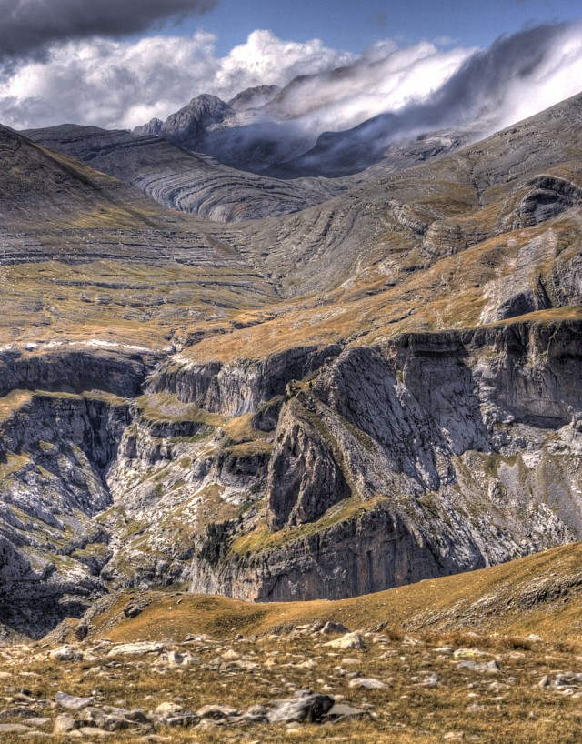 Wrenched geology - Ordesa y Monte Perdido National Park