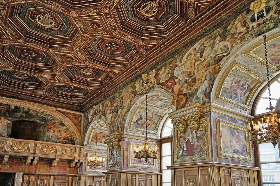Muraled arches and ornate ceiling in The Ballroom at Fontainebleau - Palace of Fontainebleau