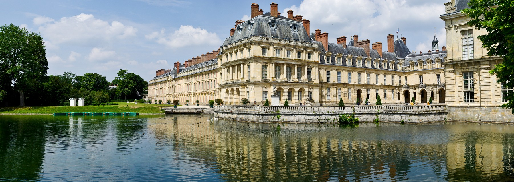 palace of fontainebleau castle in france thousand wonders. Black Bedroom Furniture Sets. Home Design Ideas