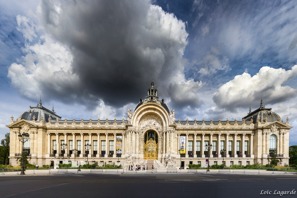 Petit Palais in Summer under a threatening cloud - Petit Palais