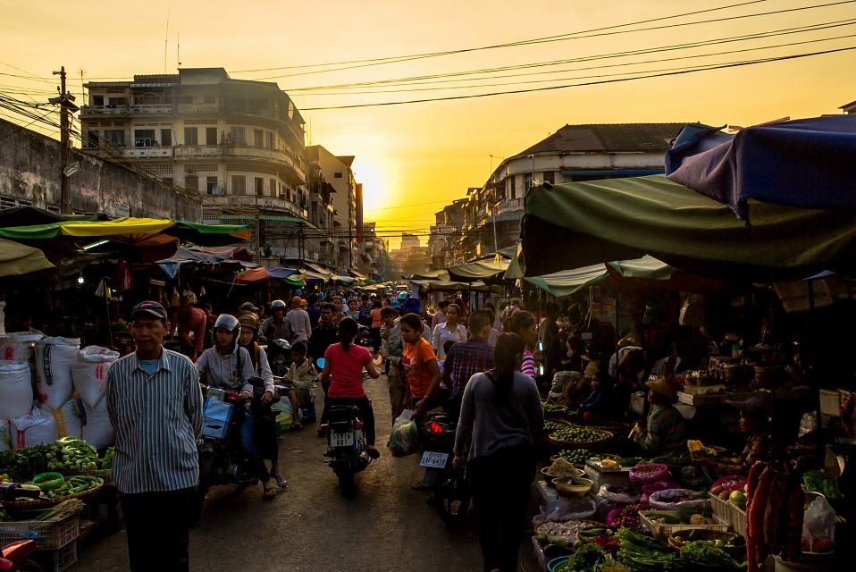 Sunset grocery shopping - Phnom