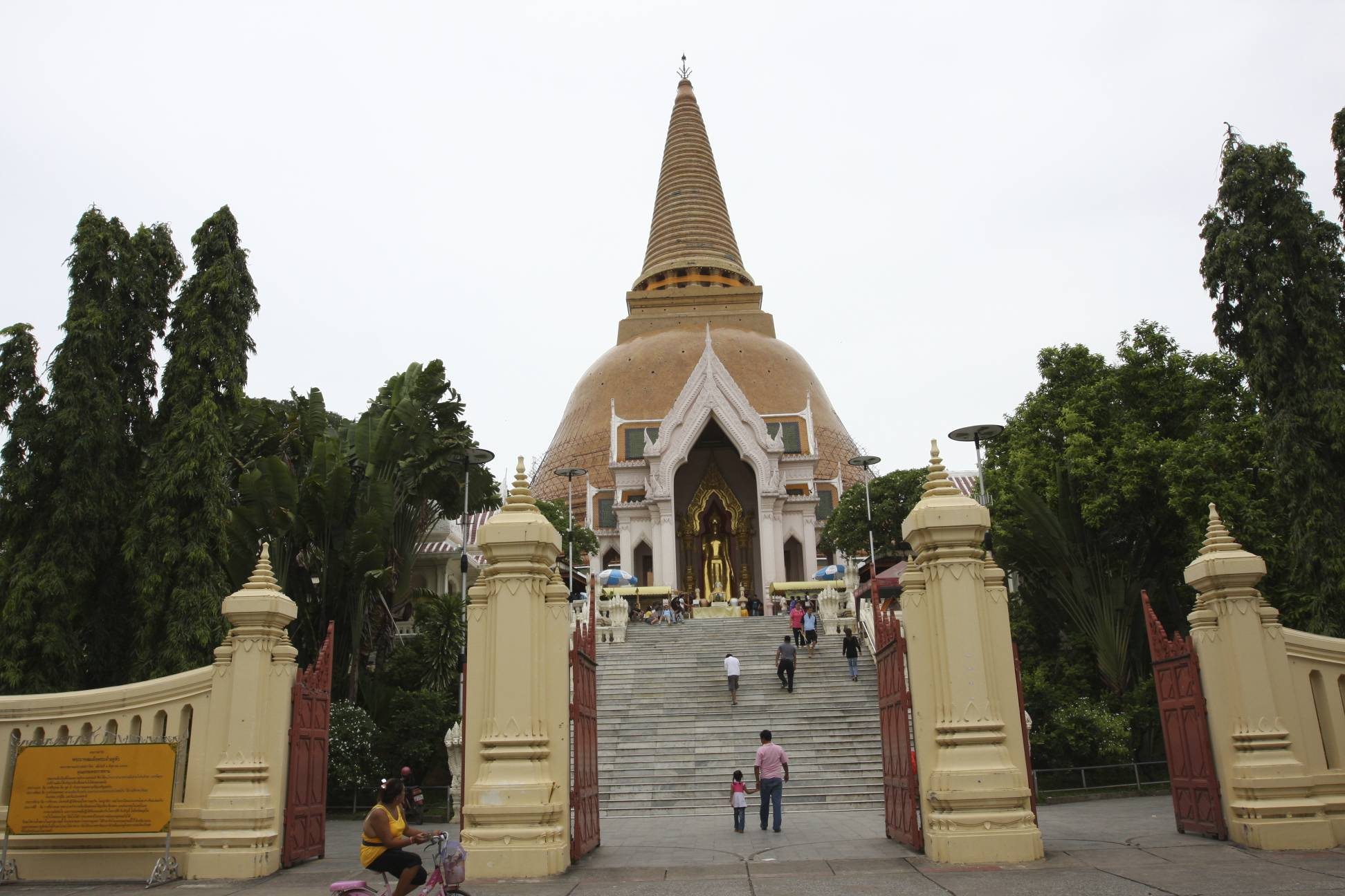 Phra Pathom Chedi - Temple in Bangkok - Thousand Wonders