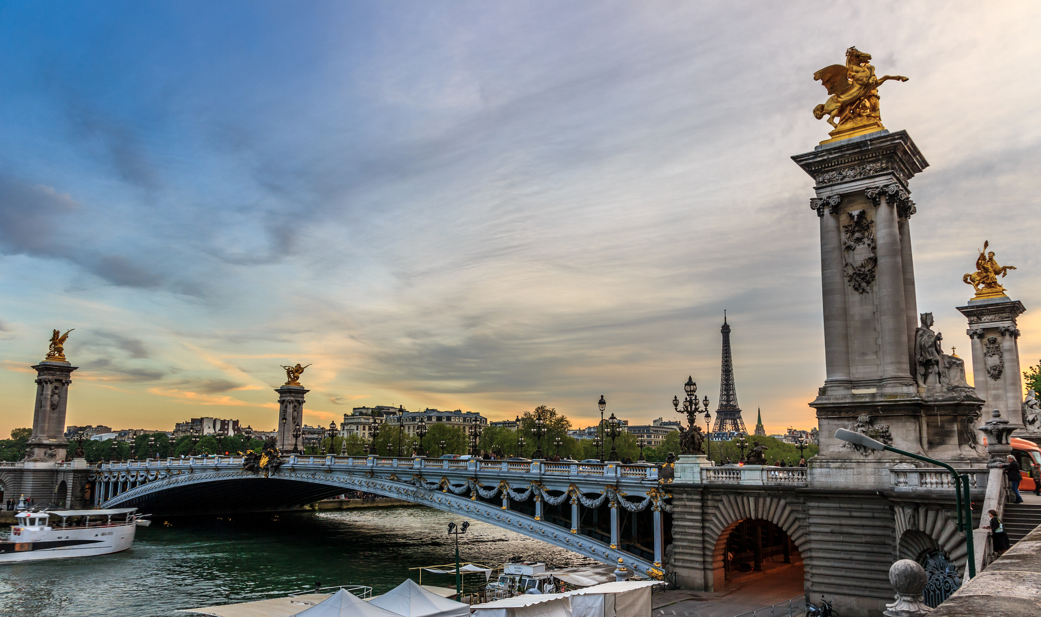 pont alexandre iii bridge in paris thousand wonders. Black Bedroom Furniture Sets. Home Design Ideas