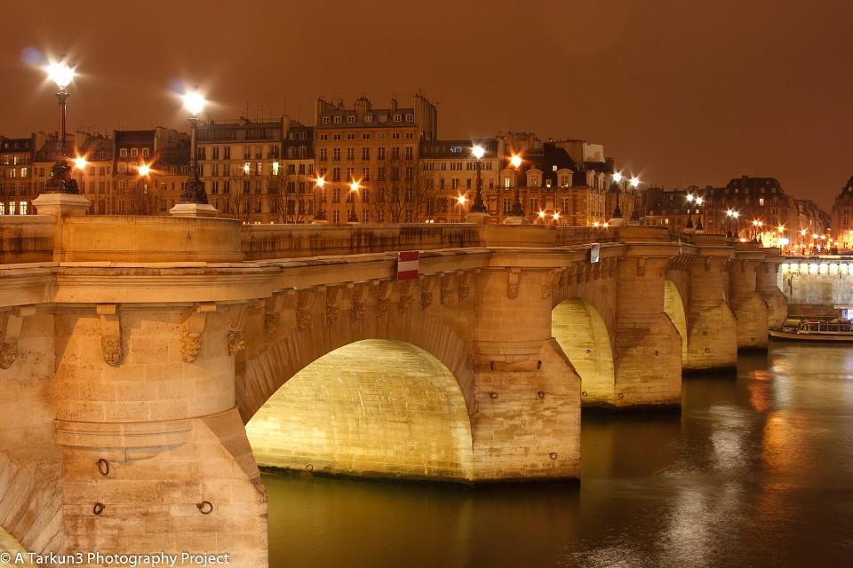 Pont Neuf by night under an overcast sky - the RAW file (almost) unprocessed - Pont Neuf