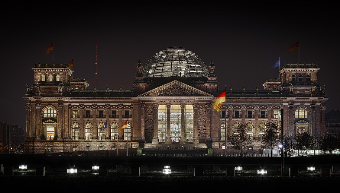 The Reichstag Building (Picture) - Reichstag building