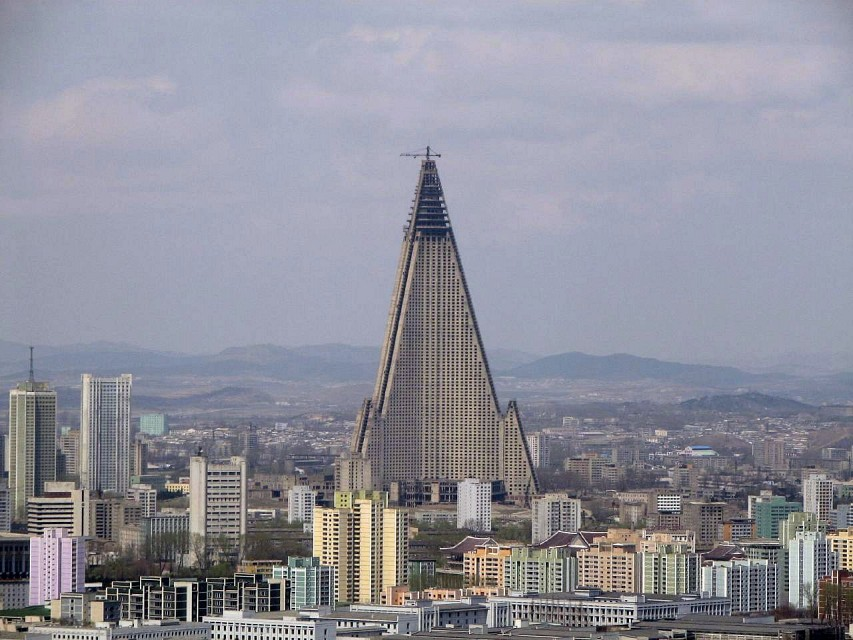Ryugyong hotel dominating the Pyongyang skyline - Ryugyong Hotel