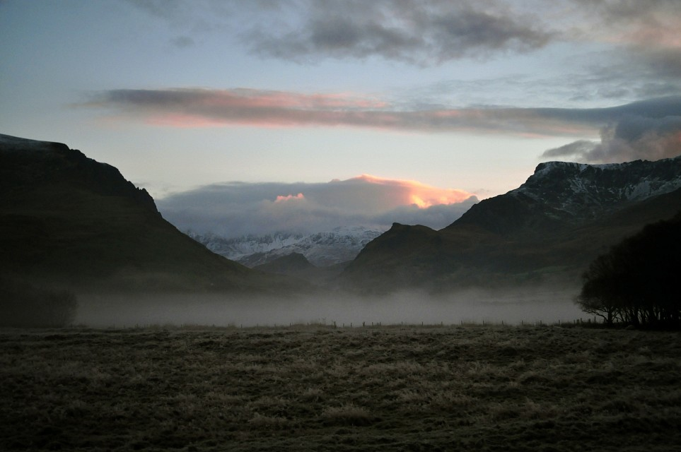Sunrise&mist in Nantlle valley. - Snowdonia National Park