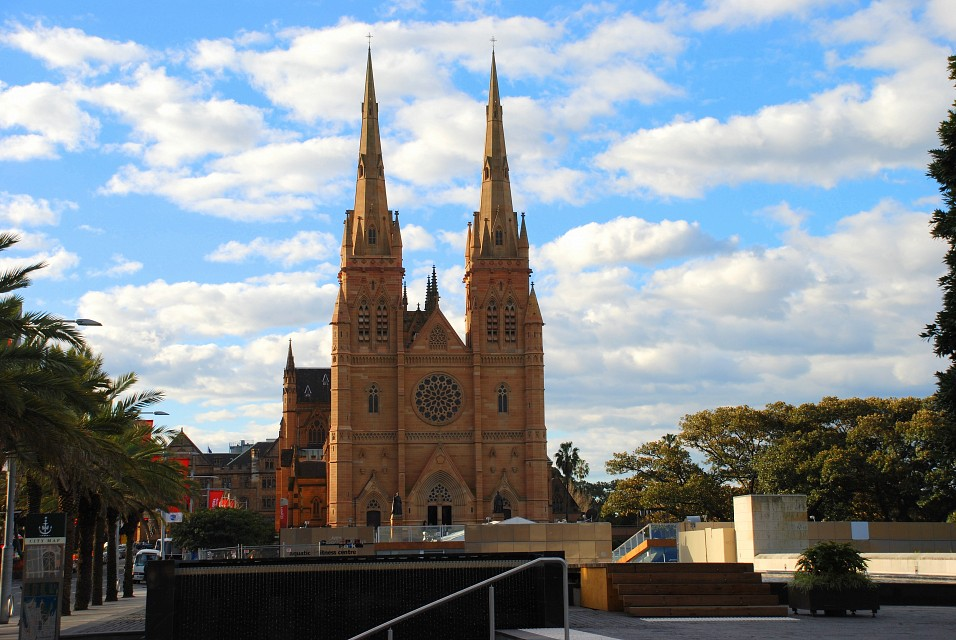 Hyde Park - St Mary's Cathedral