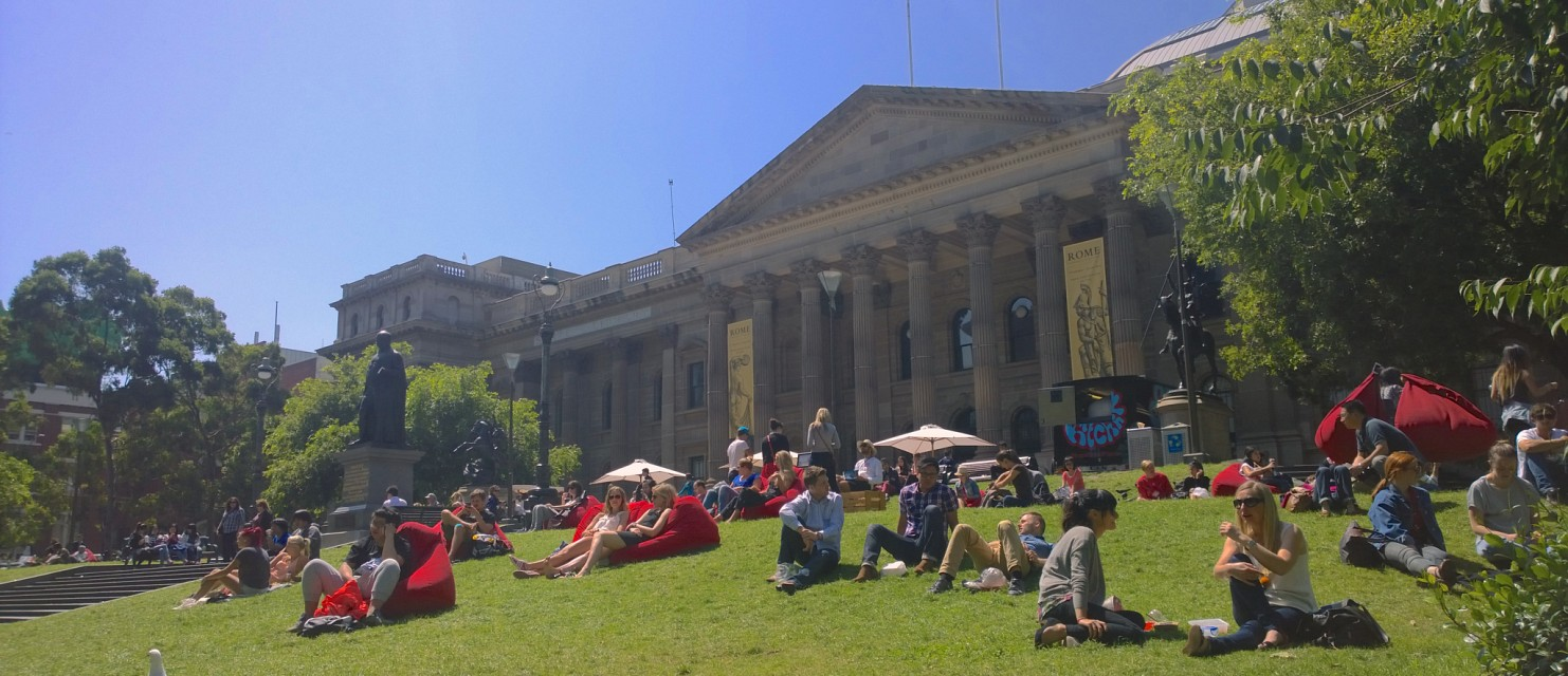 Summer sun at the State Library -