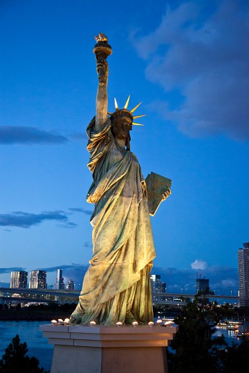 Statue%20of%20Liberty%20at%20Night%20-%20Statue%20of%20Liberty