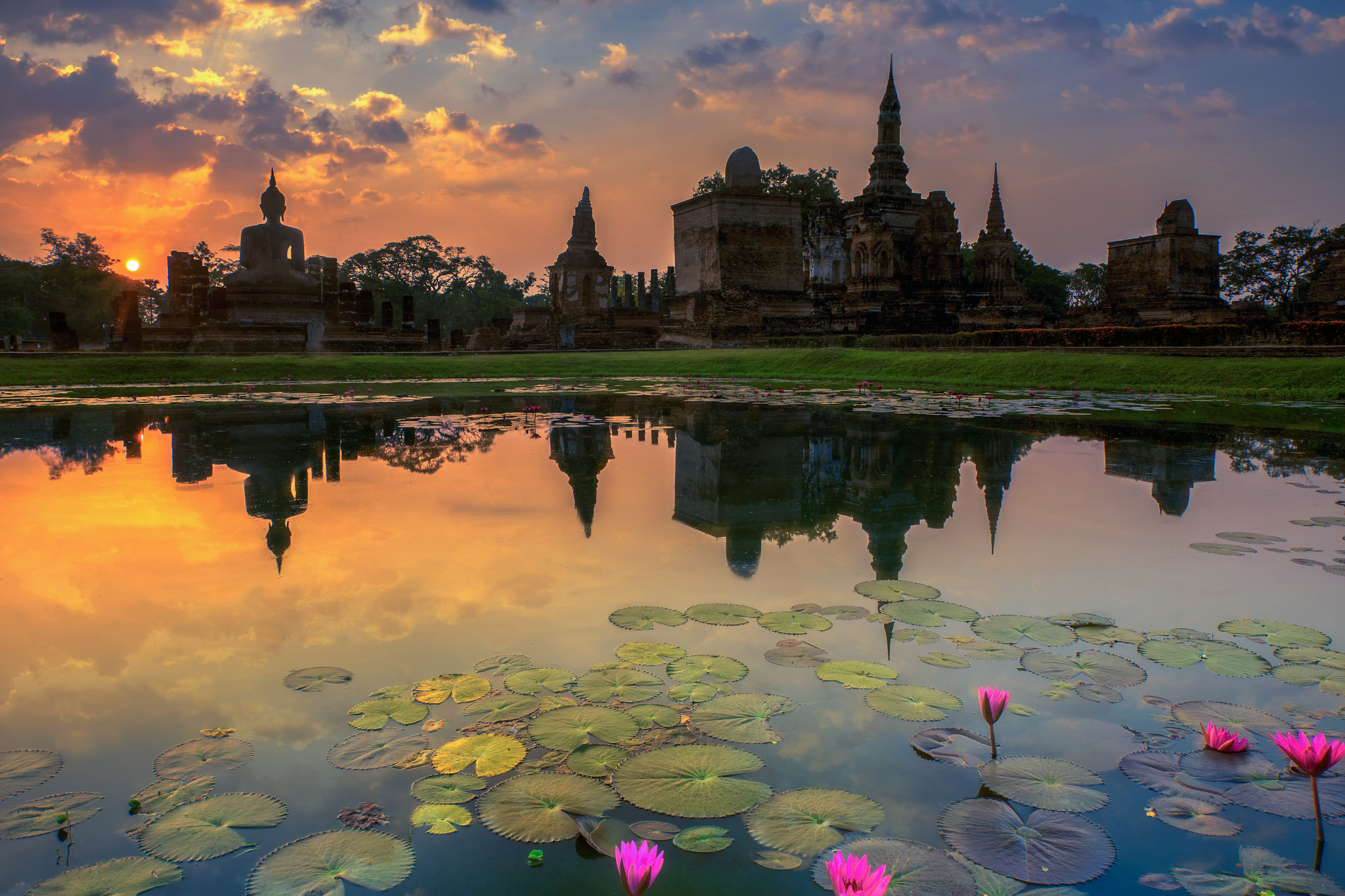 Sukhothai Historical Park - Temple in Thailand - Thousand ...
