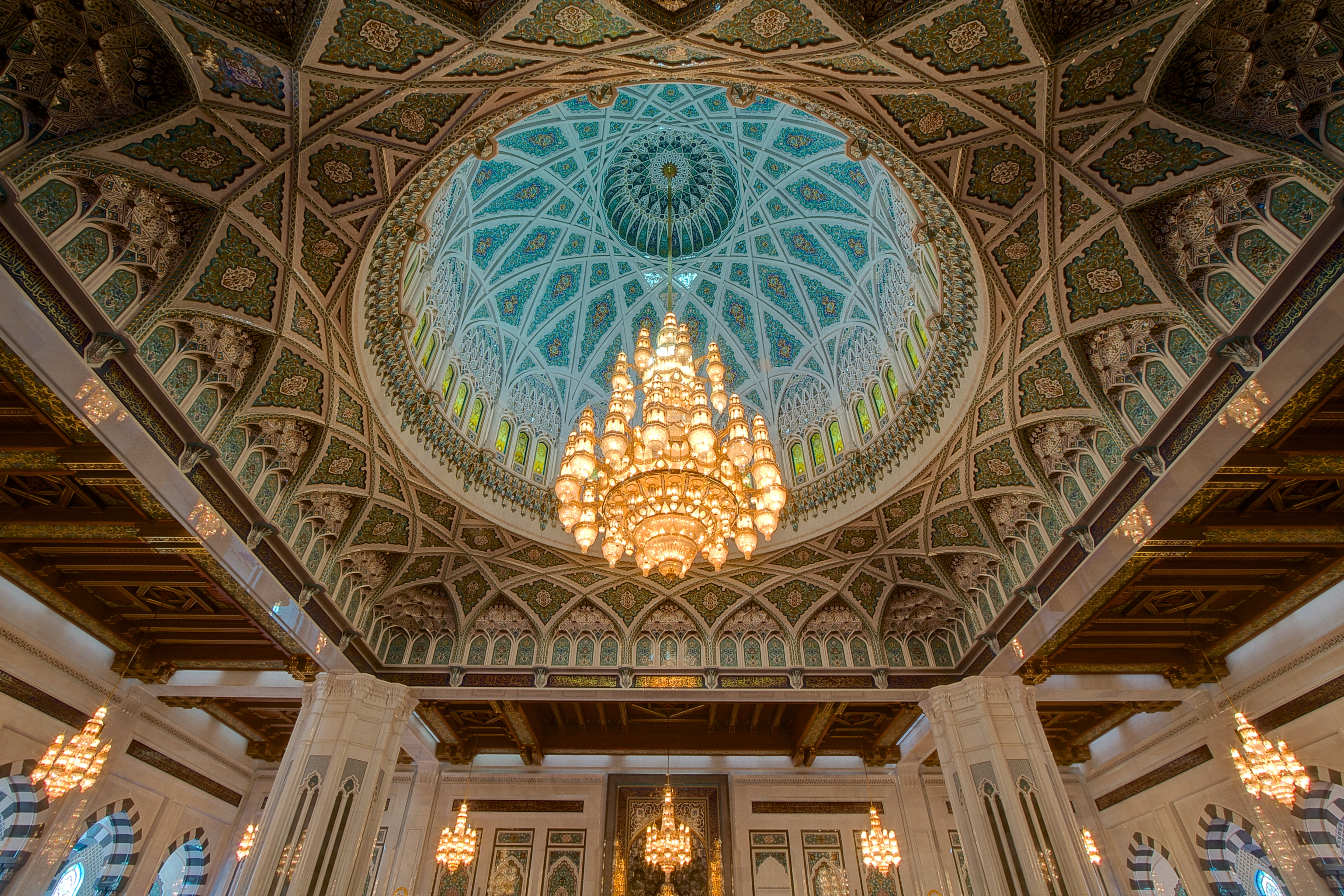 With The World S Second Largest Carpet And Chandelier Sultan Qaboos Grand Mosque Is A Place Worth Visiting In Mu Oman
