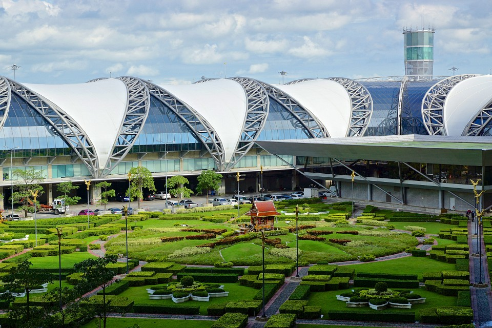 Domestic terminal wing and shrine at Suvarnabhumi airport in Bangkok - Suvarnabhumi Airport