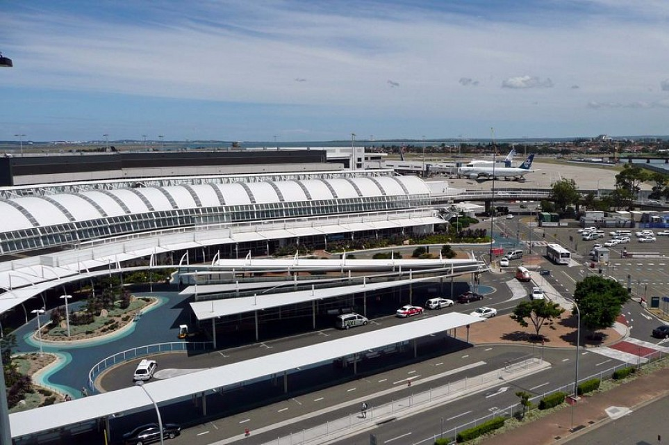 how to get to international terminal from domestic sydney
