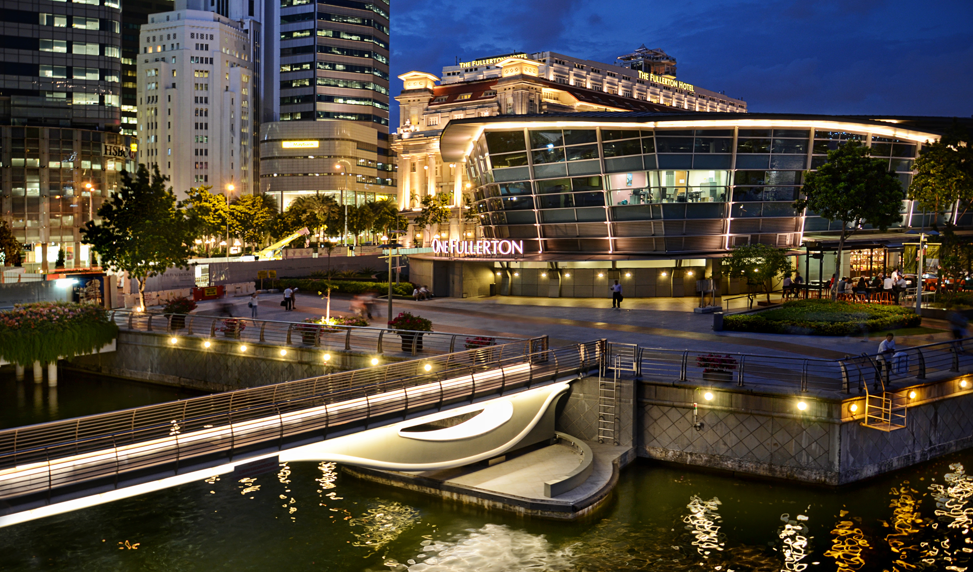With the new Fullerton Pavilion in place, the view of Marina Bay gets a new vantage point for photographers... - The Fullerton Bay Hotel