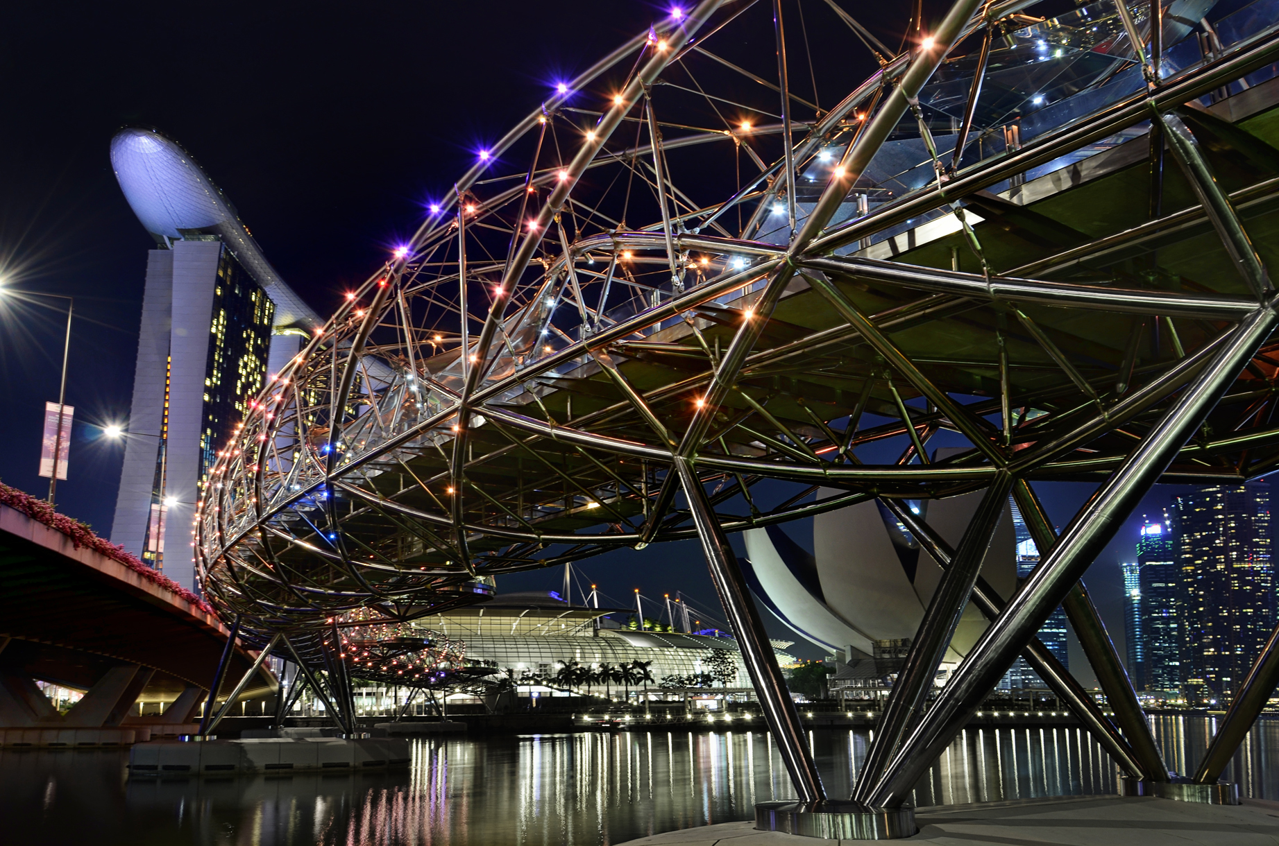 the helix bridge bridge in singapore thousand wonders