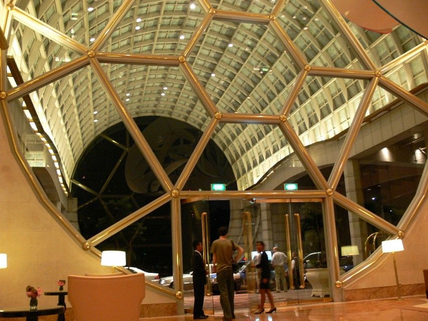 Lobby Entrance - The Ritz-Carlton Millenia Singapore
