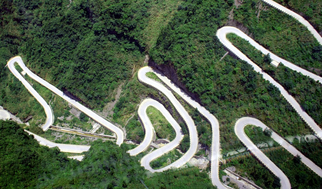 How to build a road - Part II - Tianmen Mountain National Park