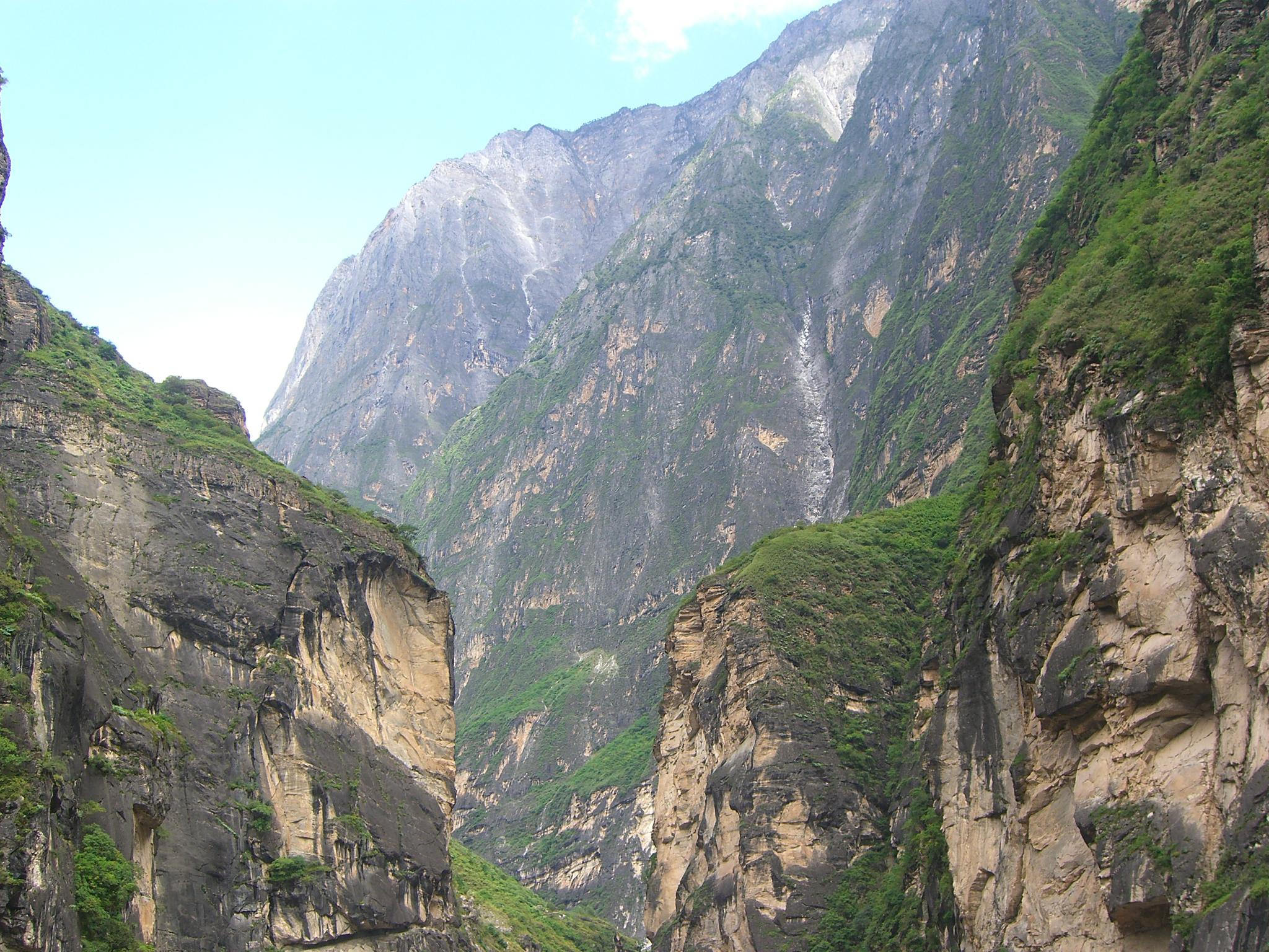 Jade Dragon Mountain from Teacher Zhang's walking track - Tiger Leaping Gorge - zoom