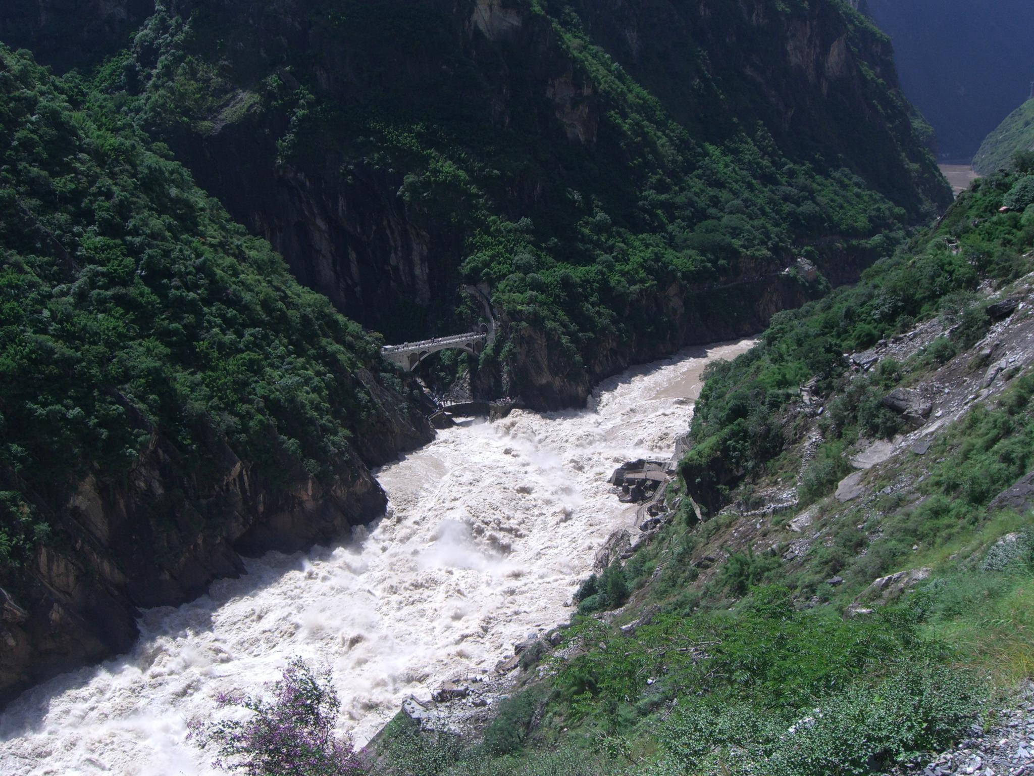 Upper gorge and 丽江县望峡桥 bridge - Tiger Leaping Gorge - wide