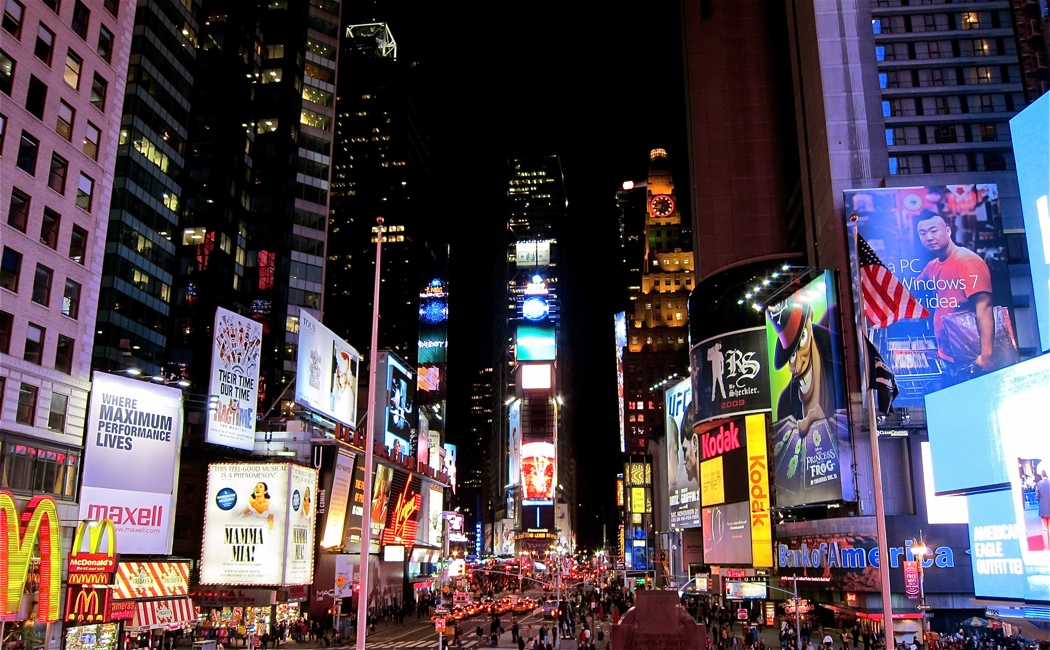 Times square road in new york city thousand wonders for Stuff to do in nyc at night