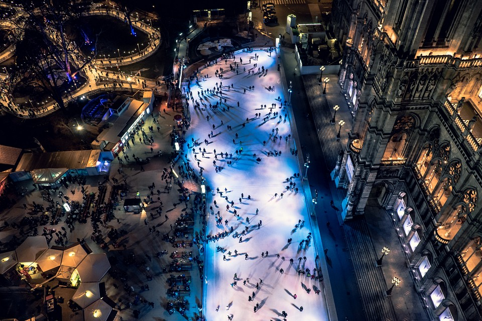 Ice skating rink near the Rathaus (City