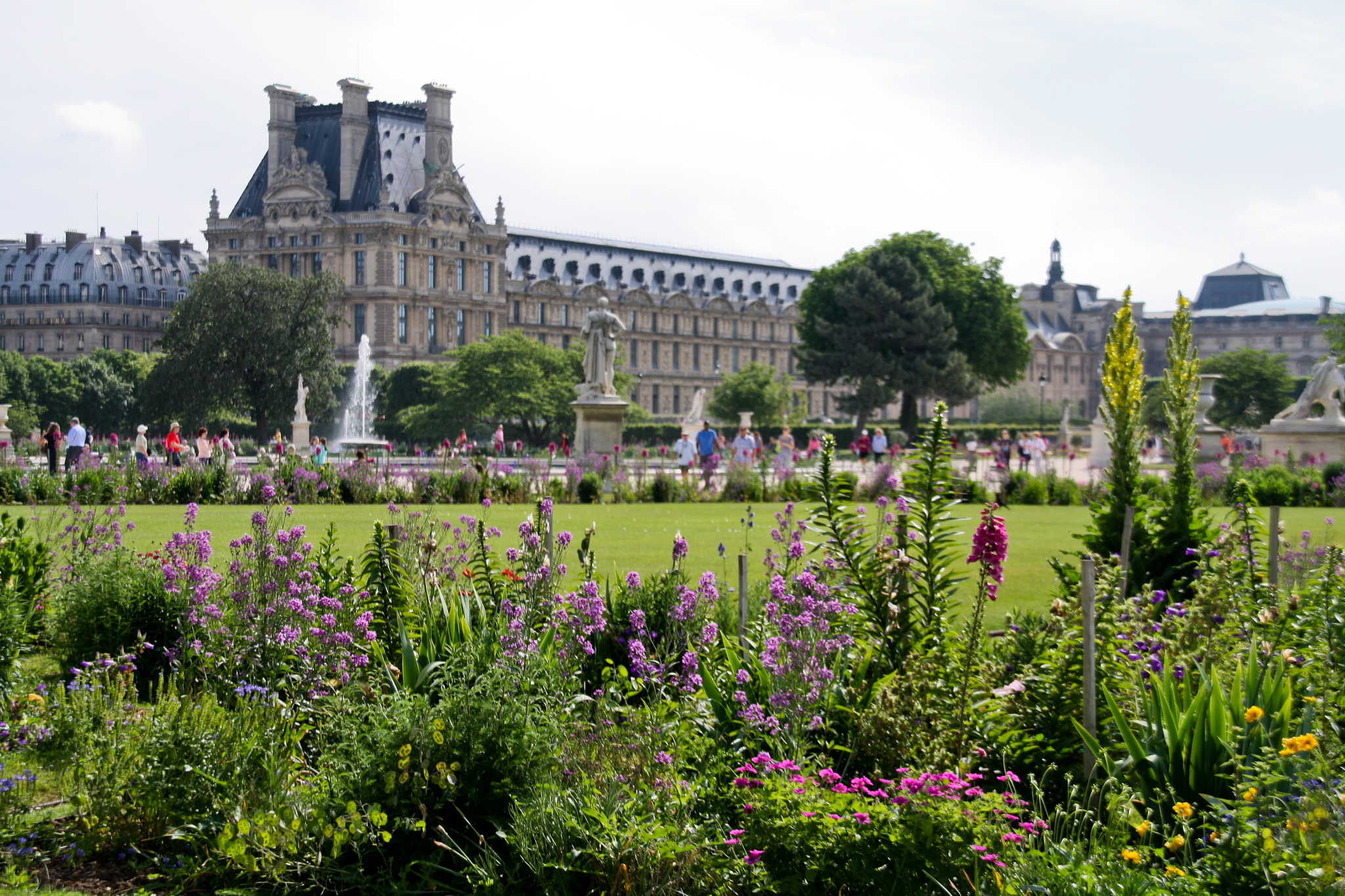 tuileries garden urban park in paris thousand wonders. Black Bedroom Furniture Sets. Home Design Ideas