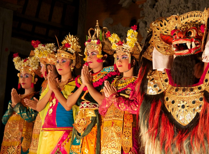 Pendet dance,