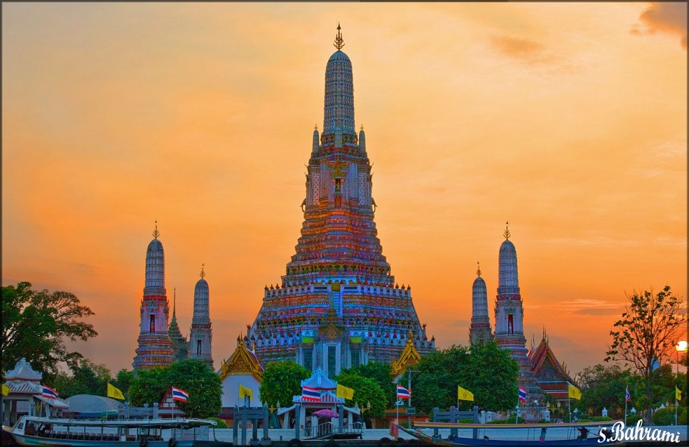 Sunset at Wat Arun (Temple of Dawn) - Wat Arun