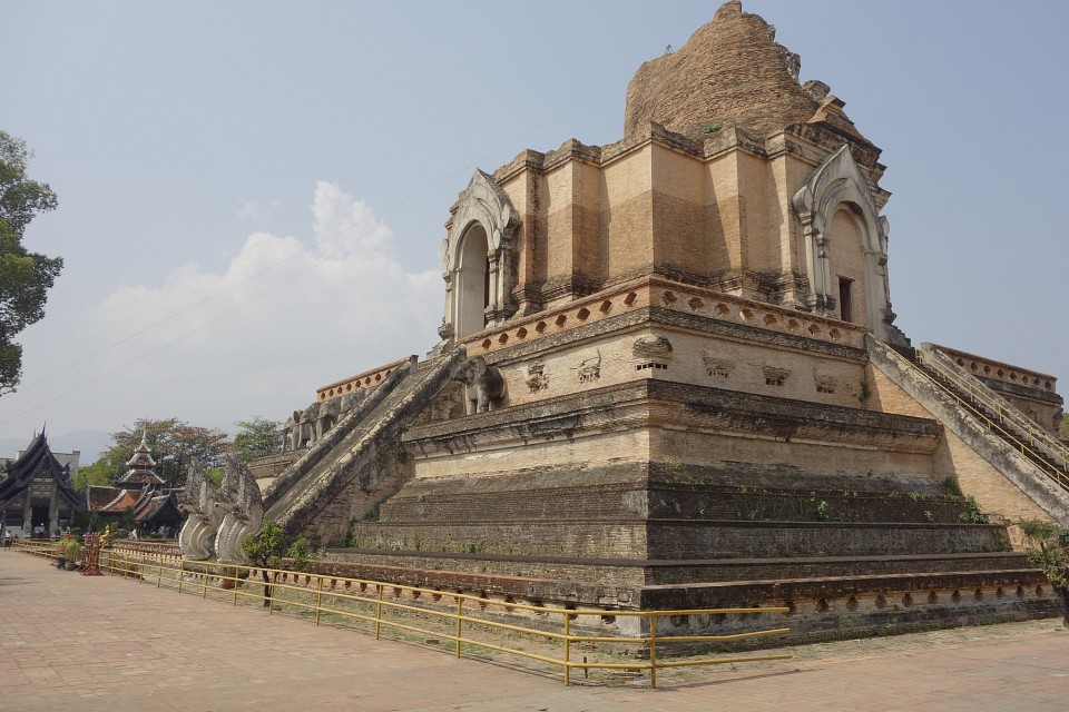 Wat Chedi Luang - Temple in Chiang Mai - Thousand Wonders
