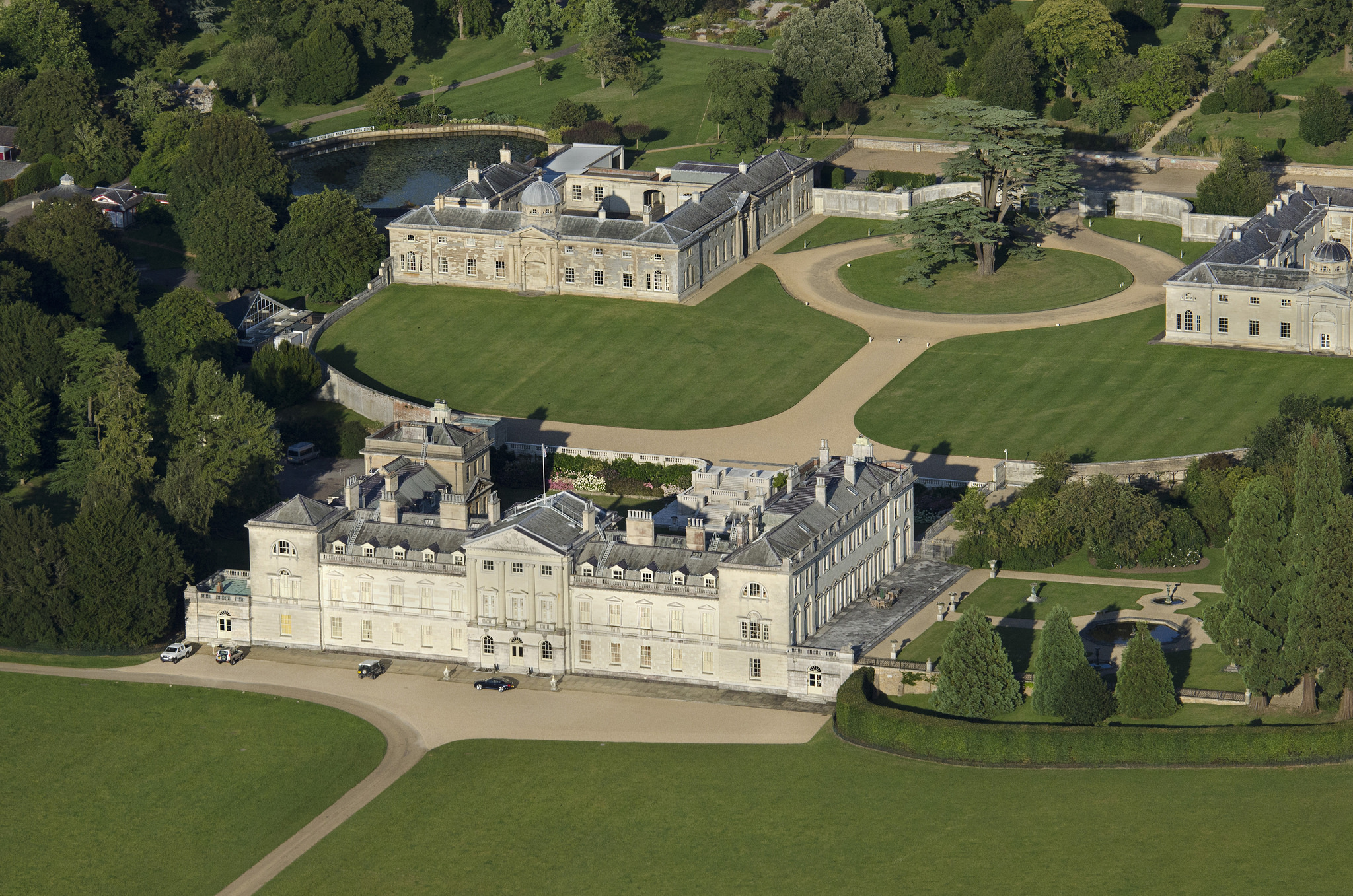 Woburn Abbey - Castle in England - Thousand Wonders