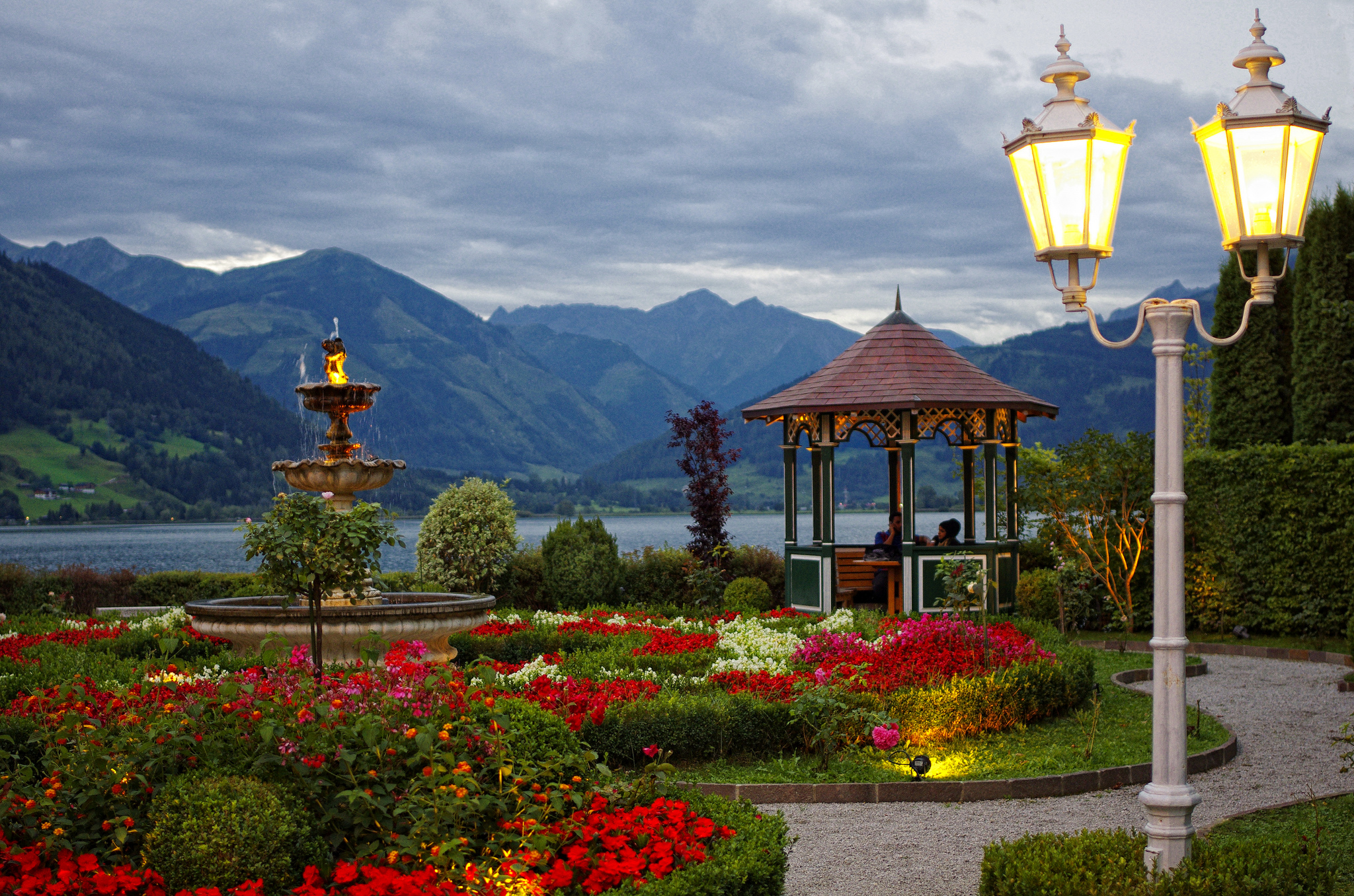 Zell am see village in austria thousand wonders for Designhotel zell am see